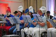 Verkleidet als Die Schlümpfe, Pinocchio und Co. spielt der Musikverein bekannte Melodien aus Film und Musical.